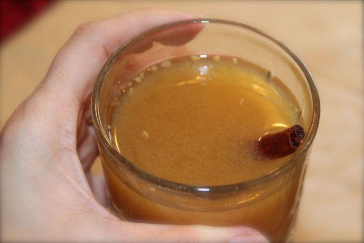 Spiked hot carmel apple cider